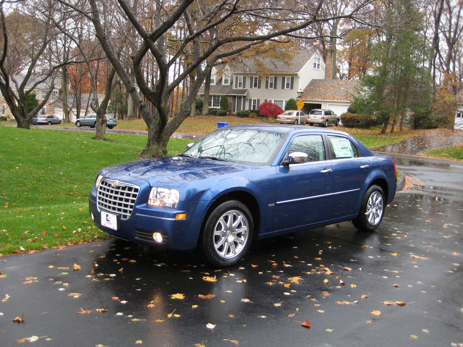review 2010 chrysler 300 touring road reality. Black Bedroom Furniture Sets. Home Design Ideas