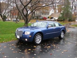 2010_Chrysler_300_Front
